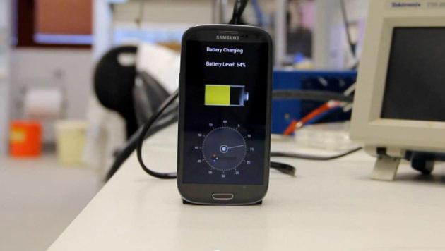 Neue Technik lädt Smartphone-Akkus in 30 Sekunden (Bild: YouTube.com)
