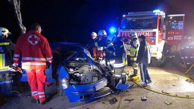 NÖ: Autofahrer (68) bei Kollision schwer verletzt (Bild: APA/FF MINICHHOFEN)