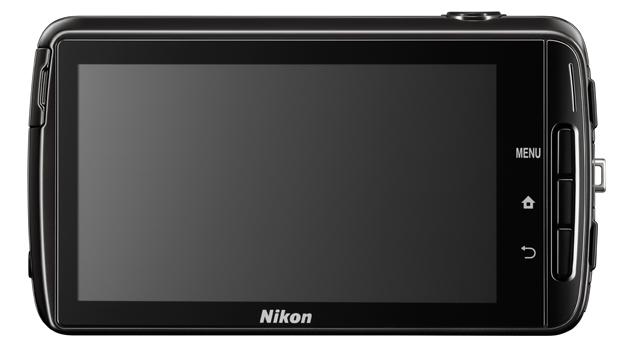 Hinten dominiert das 3,7-Zoll-Display das Äußere der S810c. (Bild: Nikon)