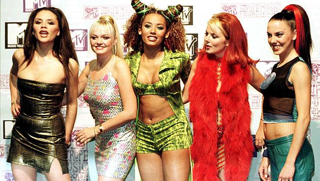 Frech, bunt, bauchfrei: Die Spice Girls mit Victoria Adams (ganz links). (Bild: Fiona Hanson/EPA/picturedesk.com)