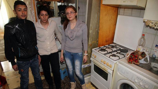 Die Bewohner des Hauses in Wien-Favoriten sind immer noch geschockt. (Bild: Andi Schiel)