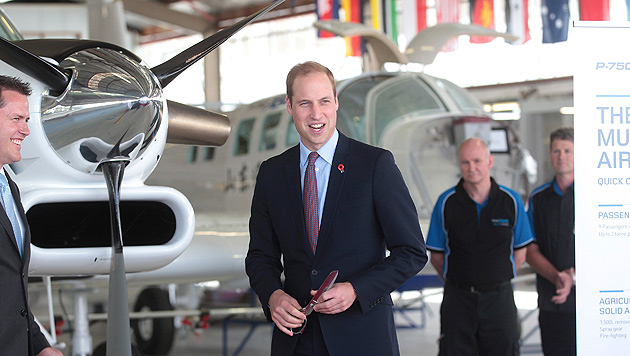 Teeparty für Kate und Flugzeuge für William (Bild: AP)
