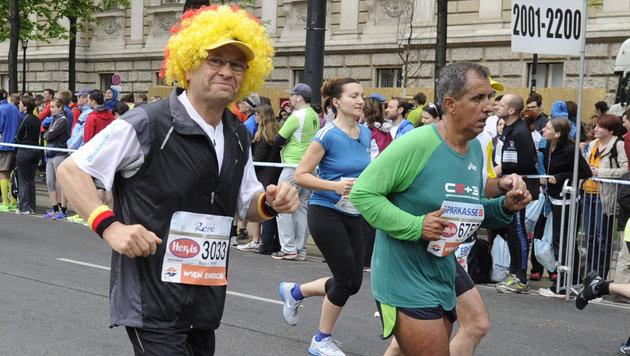 Getu Feleke gewinnt in Wien mit Rekordzeit (Bild: APA/HERBERT PFARRHOFER)