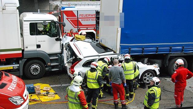 NÖ: Eine Tote und drei Verletzte bei Unfall auf A2 (Bild: Pressestelle/BFK Mödling)