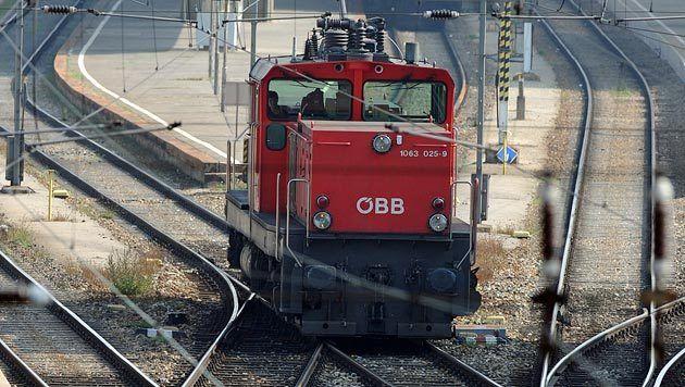 Bgld: 3.000 Liter Diesel aus Lok ausgelaufen (Bild: APA/HERBERT PFARRHOFER (Symbolbild))