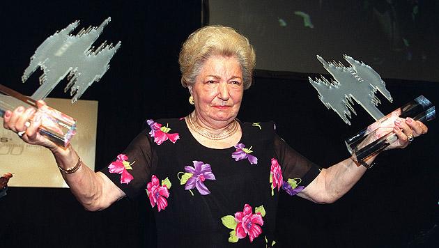 2000 nahm Hölzel Amadeus Awards für den besten Solokünstler und das Lebenswerk des Falken entgegen. (Bild: APA)