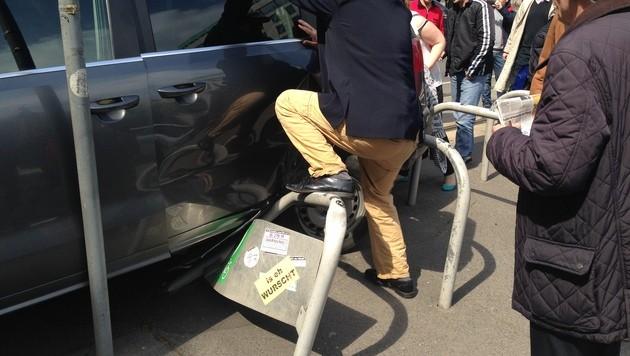 """Wiener Bim mit Taxi kollidiert - Insassin verletzt (Bild: """"Krone""""-Leserreporter Gábor Schlosser)"""