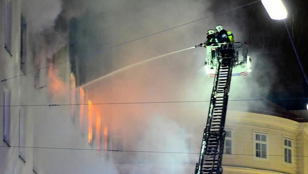 Ein Todesopfer bei Brand in Wiener Innenstadt (Bild: APA/HERBERT NEUBAUER)