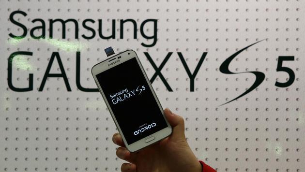 iPhone 5S schlägt Galaxy S5 im Extremtest (Bild: AP)