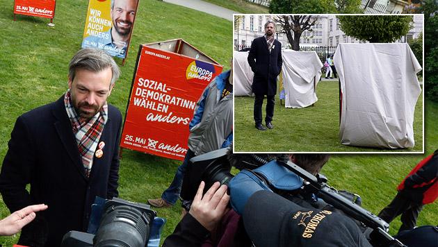 Ehrenhauser: Erst vor verhüllten Plakaten im Volksgarten - danach mit Werbesprüchen vor den Medien. (Bild: Martin A. Jöchl, APA/Hans Klaus Techt)