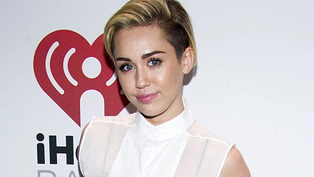 Spital statt Bühne: Miley sagt erneut Konzert ab (Bild: Charles Sykes/Invision/AP)