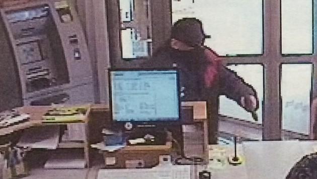 Banküberfall in NÖ: Maskierter flüchtet mit Beute (Bild: APA/LPD NÖ)