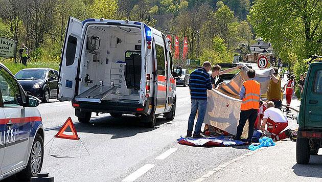 Rennradfahrer auf Kreuzung von Auto erfasst - tot (Bild: FMT Pictures)
