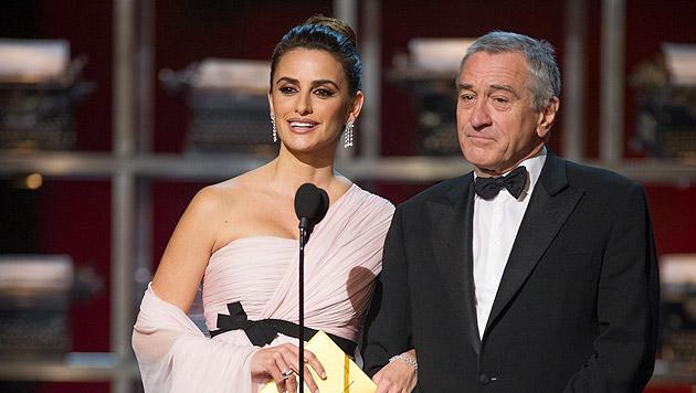 2014 präsentierte Penelope Cruz mit Robert DeNiro den Oscar für das beste adaptierte Drehbuch.