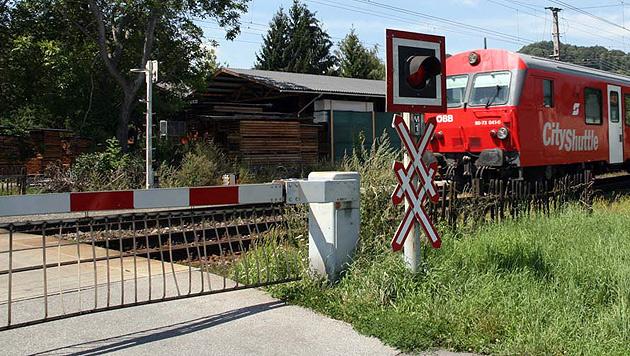 Kärnten: Frau mit Rollator von Zug erfasst - tot (Bild: Christian Jauschowetz (Symbolbild))