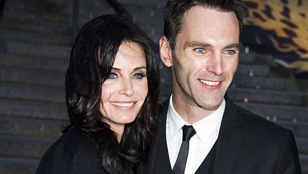 Courteney Cox und ihr Verlobter (Bild: Charles Sykes/Invision/AP)