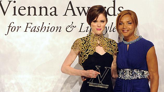 """Style Icon"" Coco Rocha und Campbell-Mama Valerie (Bild: APA/HERBERT PFARRHOFER)"