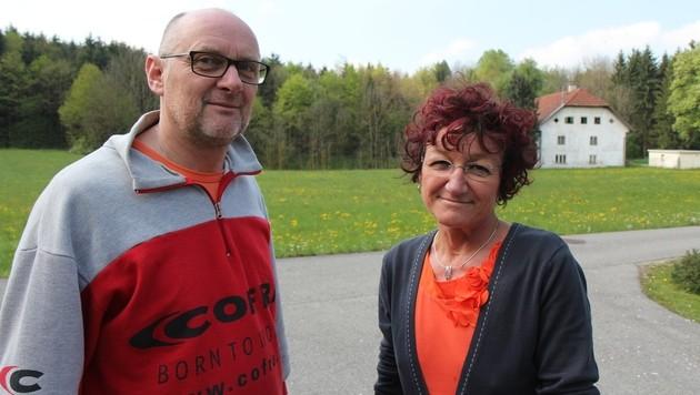 Die Nachbarn Andrea und Helmut Sigl kamen dem Opfer zur Hilfe. (Bild: Philipp Wiatschka/Salzi.at)