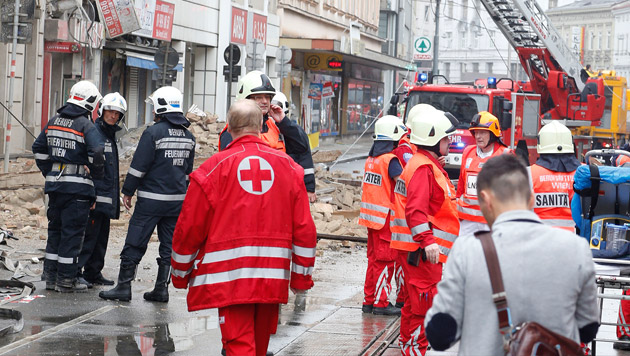 Frau überlebte 8 Stunden unter Trümmern, Mann tot (Bild: Zwefo)