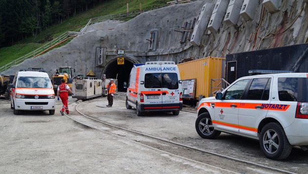 Fünf Verletzte auf Pinzgauer Stollenbaustelle (Bild: APA/ÖSTERREICHISCHES ROTES KREUZ)