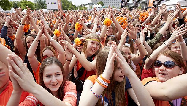Niederlande feierten ihren ersten Königstag (Bild: APA/EPA/MARTIJN BEEKMAN)