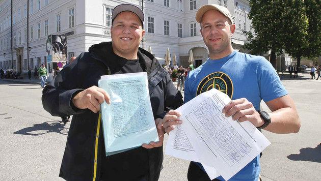 August Wutte (li.) und sein Freund Stefan Baltram sammeln Unterschriften gegen Bettelei. (Bild: Markus Tschepp)
