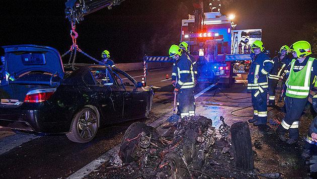 BMW auf der Südautobahn in Baden ausgebrannt (Bild: Stefan Schneider / BFK Baden)