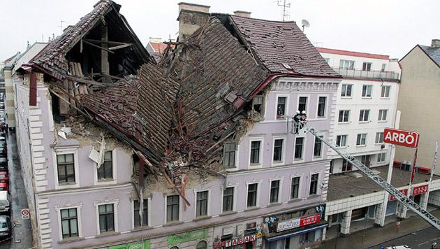 Hauseinsturz in Wien: Gebäude soll saniert werden (Bild: APA/EPA/MICHAEL SCHUSTER)