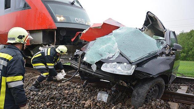 Der 27-jährige Unfalllenker wurde tödlich verletzt. (Bild: Einsatzdoku.at)