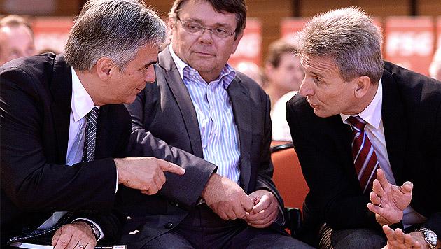 Kanzler Werner Faymann mit FSG-Chef Wolfgang Katzian und ÖGB-Präsident Erich Foglar. (Bild: APA/ROBERT JAEGER)