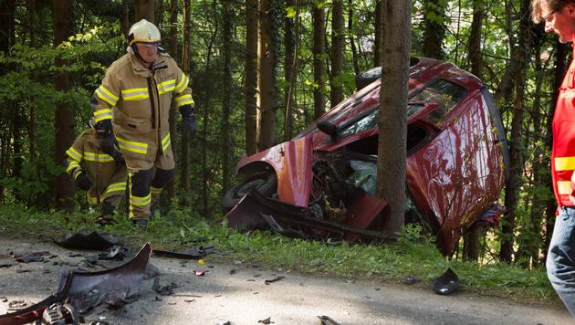 Eine Tote und ein Schwerverletzter bei Autounfall (Bild: Franz Neumayr)