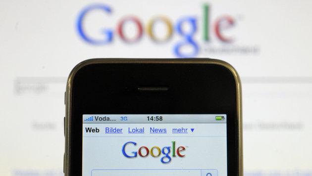 Google wertet Seiten ohne Handy-Optimierung ab (Bild: dpa/Soeren Stache)