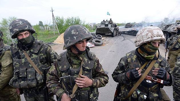 Im Osten der Ukraine kämpfen weiterhin ukrainische Regierungssoldaten gegen prorussische Rebellen. (Bild: AFP)