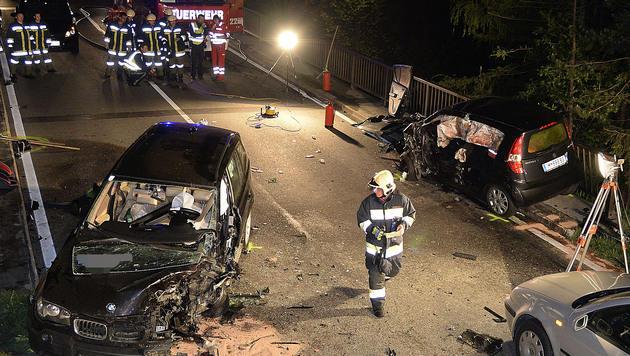 Pkw-Lenkerin kommt bei Unfall mit Reh ums Leben (Bild: APA/ZEITUNGSFOTO.AT/DANIEL LIEBL)