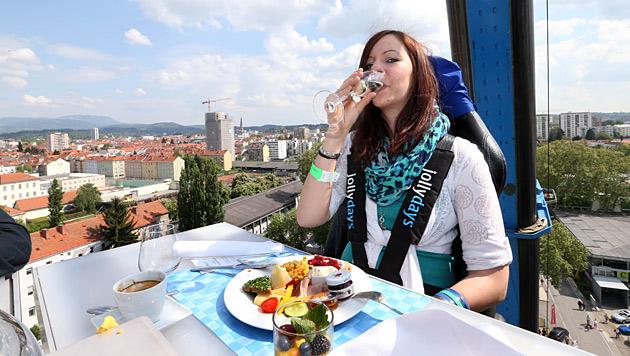 """Wie sich ein """"Sky-Dinner"""" mit Höhenangst anfühlt (Bild: Jürgen Radspieler)"""