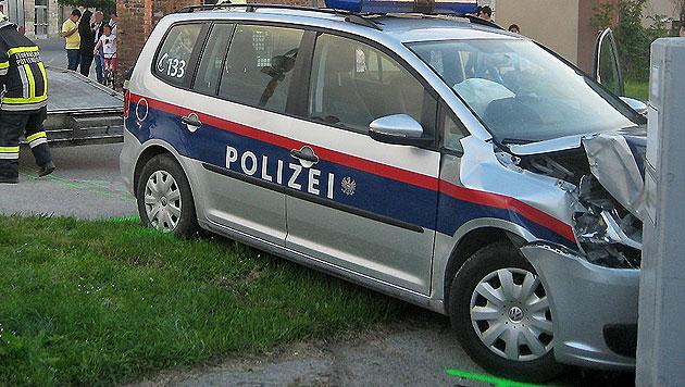 Verfolgungsjagd endet für Beamte an Betonsteher (Bild: Freiwillige Feuerwehr Pottendorf)