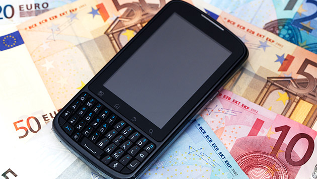 Zivildiener tappte in teure Handy-Abo-Falle (Bild: thinkstockphotos.de)