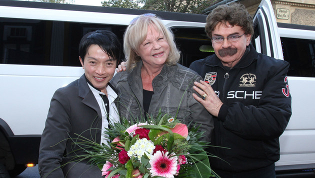"La Hong mit Marianne Mendt und ""Marchfelderhof""-Hausherr Gerhard Bocek (Bild: flashpics/R. Meidl)"