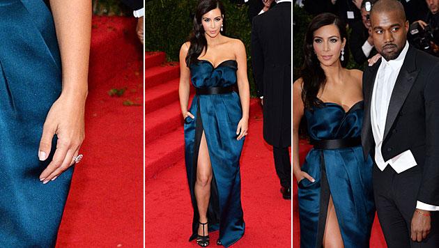 Kein Ehering an Kim Kardashians linker Hand. Dort funkelte lediglich ihr großer Verlobungsring. (Bild: APA/EPA/JUSTIN LANE)