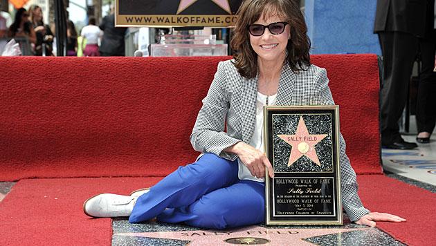 """Sally Field mit Stern auf """"Walk of Fame"""" geehrt (Bild: Richard Shotwell/Invision/AP)"""