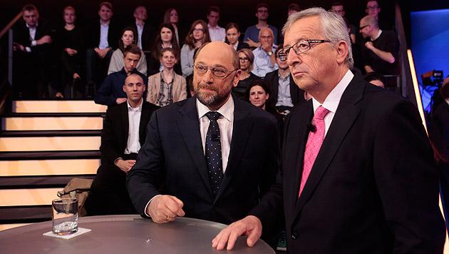 Nimmt es Schulz nun mit Kanzlerin Merkel auf? (Bild: APA/EPA/Markus Schreiber/POOL)