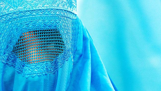 Schweiz: Parlament stimmt für Burka-Verbot (Bild: APA/dpa/Boris Roessler)