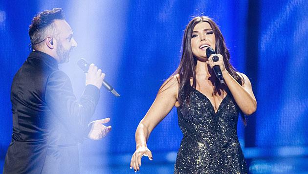 "Ganz hoch gehandelt wird Rumäniens Duo Paula Seling & Ovi. Sie singen ""Miracle"". (Bild: APA/EPA/NIKOLAI LINARES)"