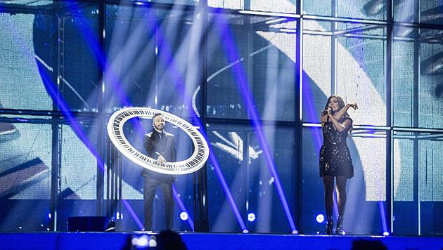 "Rumäniens Paula Seling & Ovi mit ""Miracle"". (Bild: APA/EPA/NIKOLAI LINARES)"