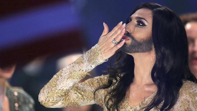 Conchita Wurst singt sich ins Song-Contest-Finale (Bild: AP)