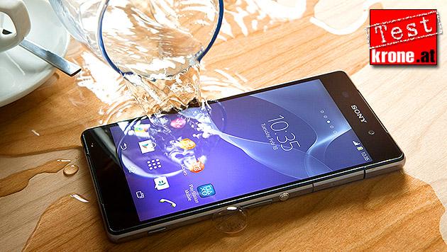 Kleiner Sprung nach vorn: Sonys Xperia Z2 im Test (Bild: Sony, krone.at-Grafik)