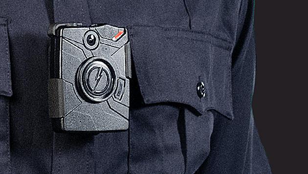 Londons Polizei testet Kameras an Uniform und Helm (Bild: taser.com)