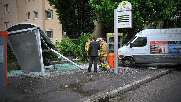 Polizist rettet 27-Jähriger nach Unfall das Leben (Bild: Horst Einöder)