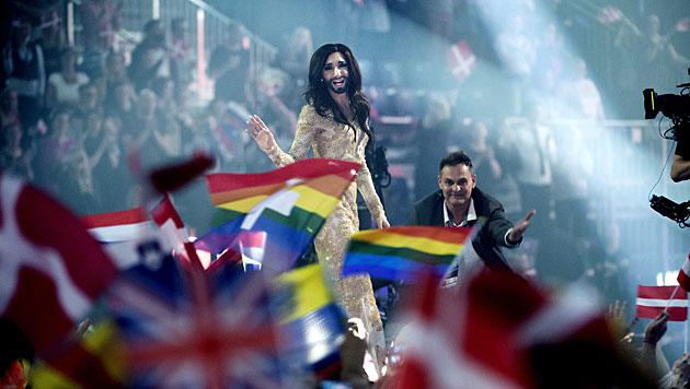 Conchita ließ sich nach ihrem Sieg von der Menge feiern. (Bild: APA/EPA/KELD NAVNTOFT)