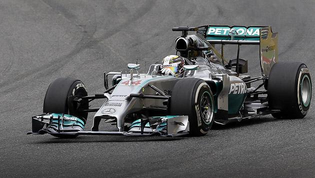 Hamilton feiert 4. Sieg in Folge vor Rosberg (Bild: AP)
